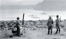 Πριν την επίθεση. Νεοζηλανδοί στρατιώτες και Κρητικοί Χωροφύλακες