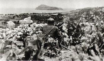 Γερμανός πολυβολητής οχυρωμένος κοντά στο Μάλεμε.