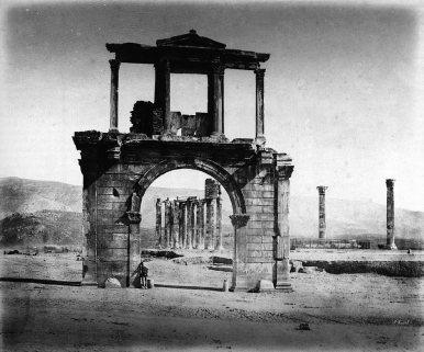 Πύλη Αδριανού – Ναός Ολυμπίου Διός από πίσω